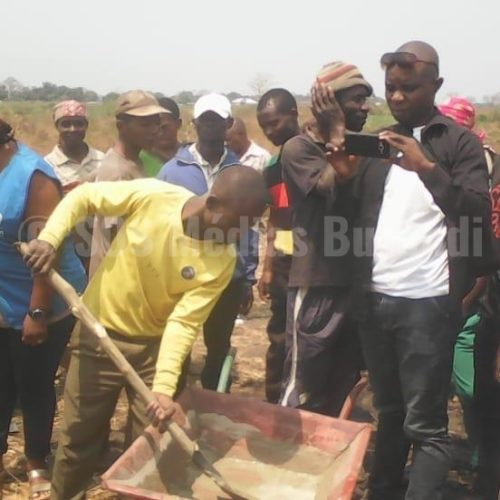Mulongwe (RDC): construction de nouvelles salles de classe pour accueillir des écoliers réfugiés burundais