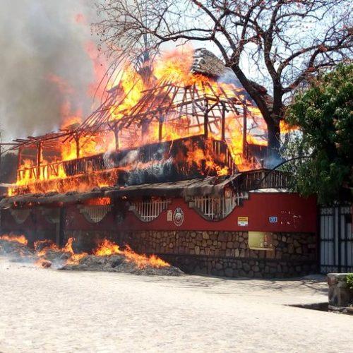 Rohero I et II (Bujumbura Mairie) : Deux bars réduits en cendres