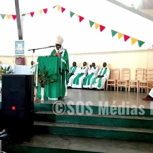 Gitega : Simon Ntamwana, l'archevêque de Gitega demande aux jeunes de ne pas se laisser influencer par les politiques