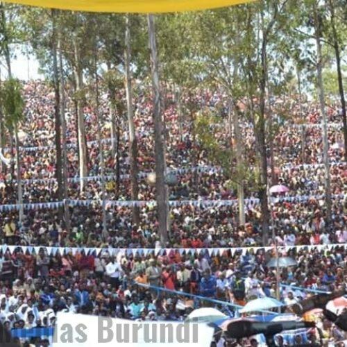 PHOTO DE LA SEMAINE – Des milliers de catholiques rassemblés au sanctuaire Mugera