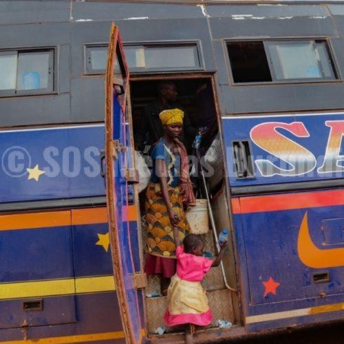 PHOTO DE LA SEMAINE – RUYIGI : premier groupe de réfugiés burundais rapatrié après la convention entre le gouvernement burundais et tanzanien