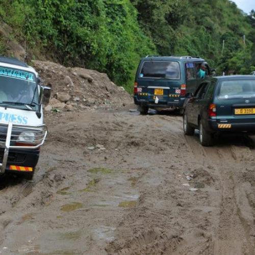 Rumonge: Plaintes des usagers de la route Bujumbura-Rumonge endommagée