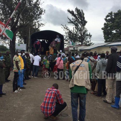 Photo de la semaine : plus de 1600 adeptes de la prophétesse Zebiya Ngendakumana refoulés de la RDC