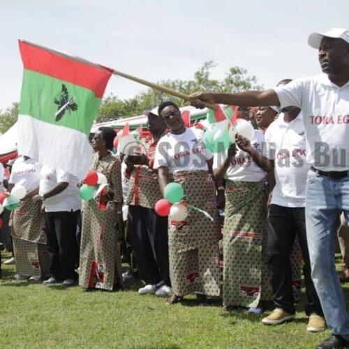Nduta : un réfugié burundais surpris avec un drapeau du CNDD-FDD