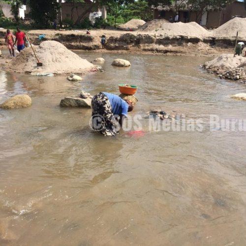 Des réfugiés déplorent les conditions de vie à Kavimvira