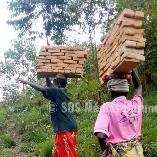 Photo de la semaine : des femmes séparées de leurs maris se battent pour vivre