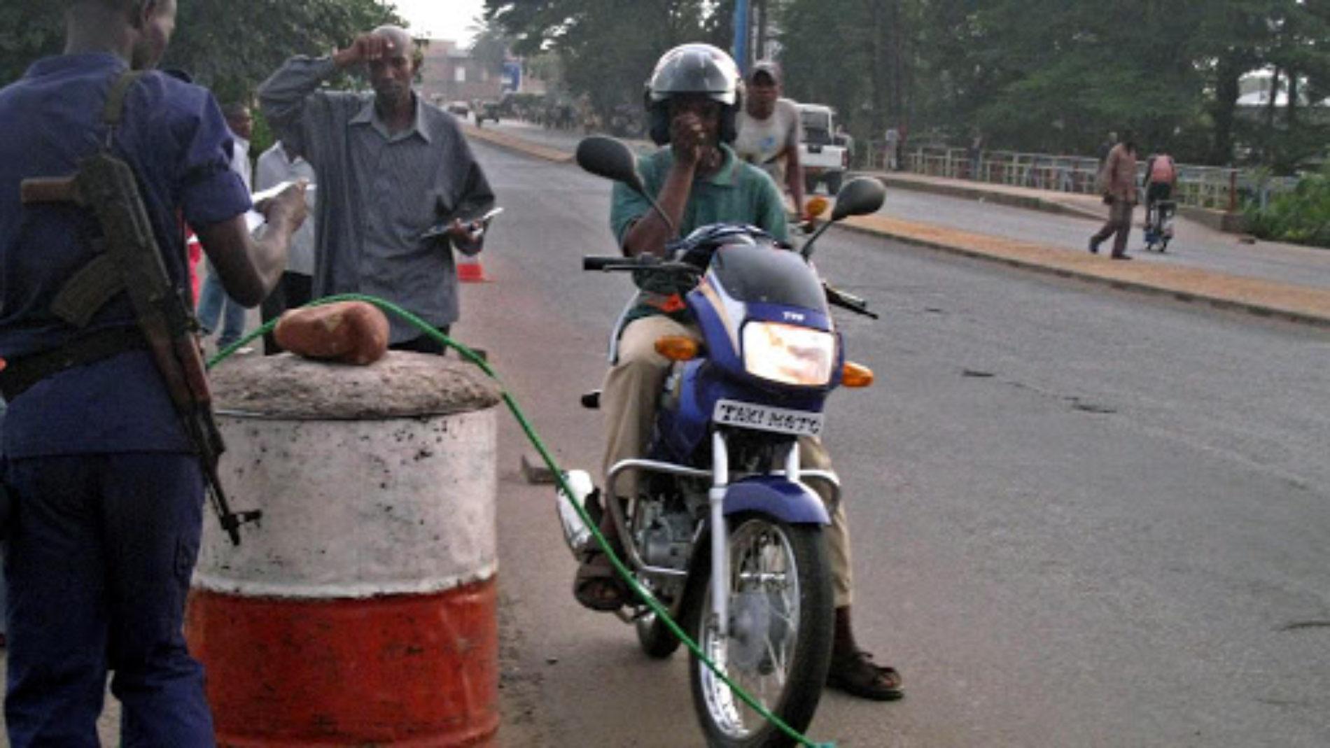 Makamba : un policier menace de mort des motards