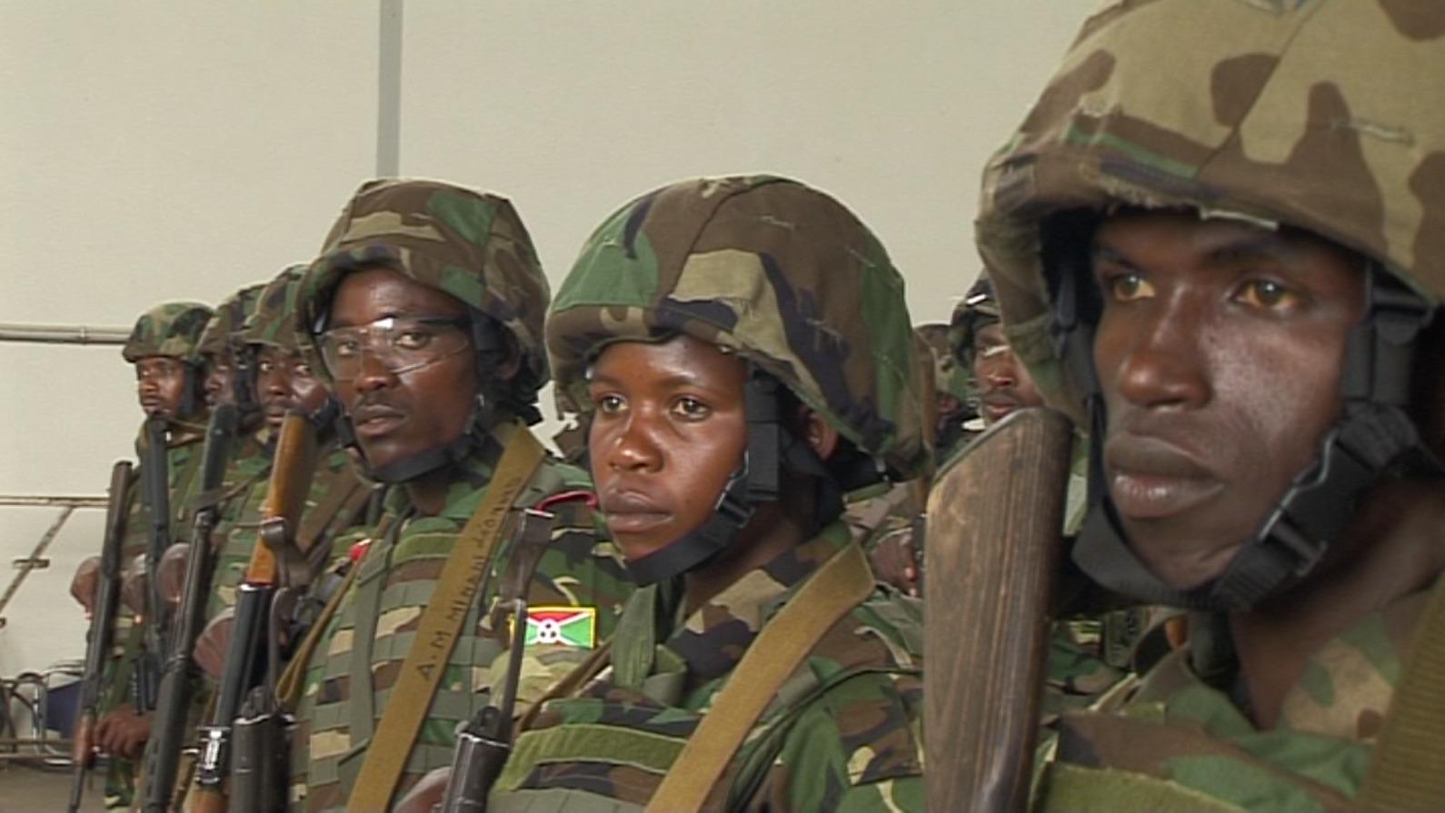 Photo : Des militaires burundais se préparent pour partir en Centrafrique, décembre 2013 © Jean Pierre Aimé Harerimana.