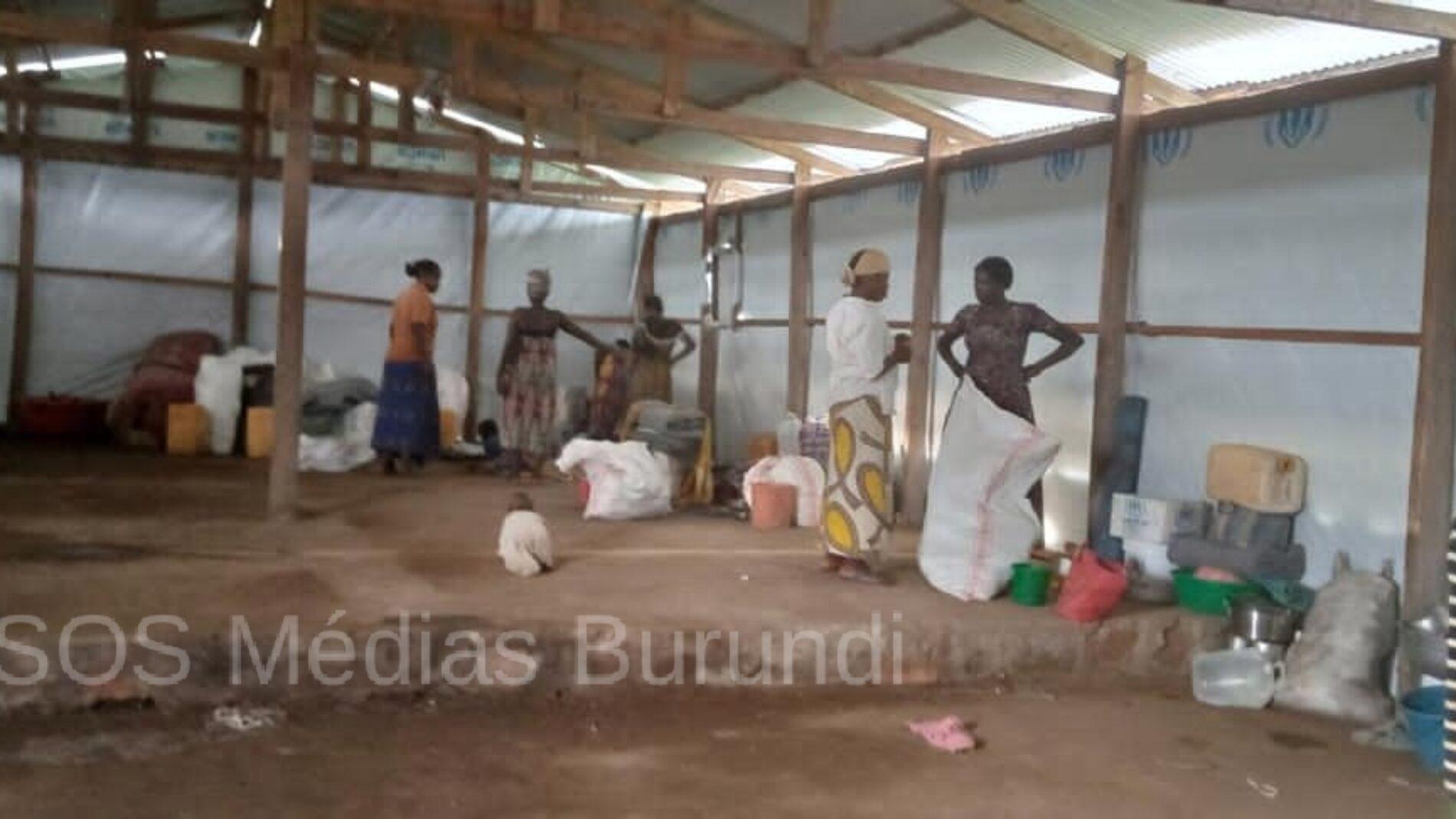 Mulongwe : des réfugiés dépouillés par des hommes armés