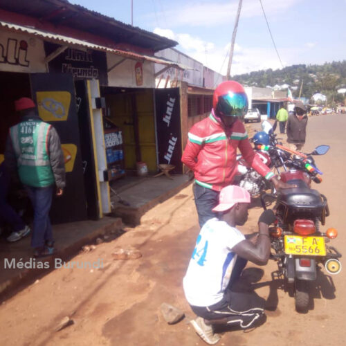 Kirundo : la police traque dangereusement les motards