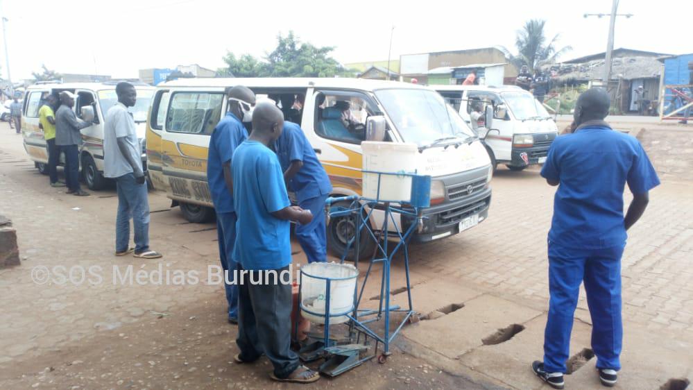 Des rabatteurs sur un parking de Rugombo, à Cibitoke