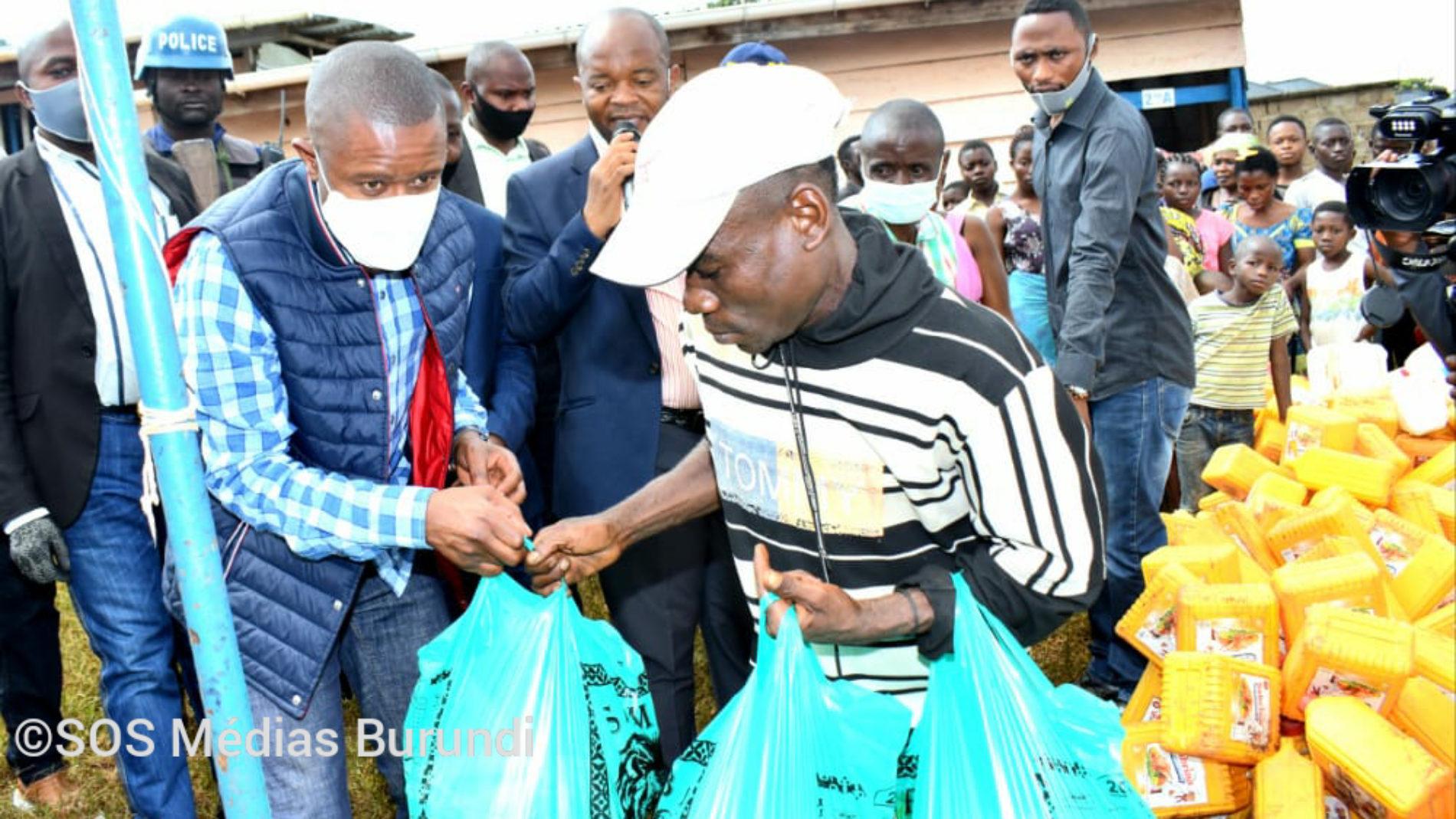 Beni (Nord-Kivu) : le gouvernement provincial assiste en vivres les déplacés de Rwenzori