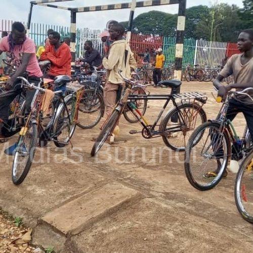 Gitega : les conducteurs des taxis vélos dans la  la tourmente