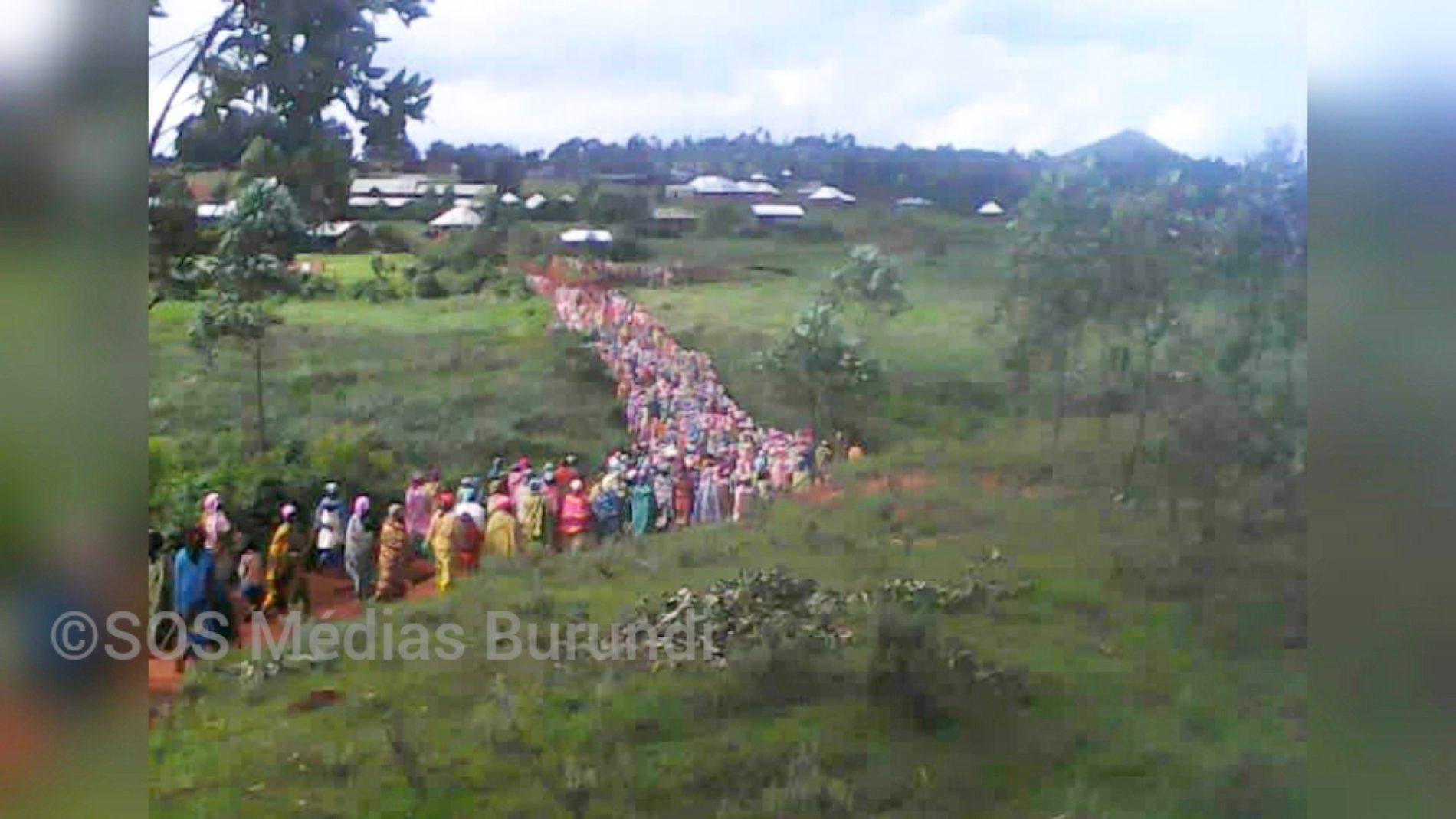 Minembwe : des femmes Banyamulenge manifestent pour exiger la libération d'un couple et leur nourrisson détenus par l'armée