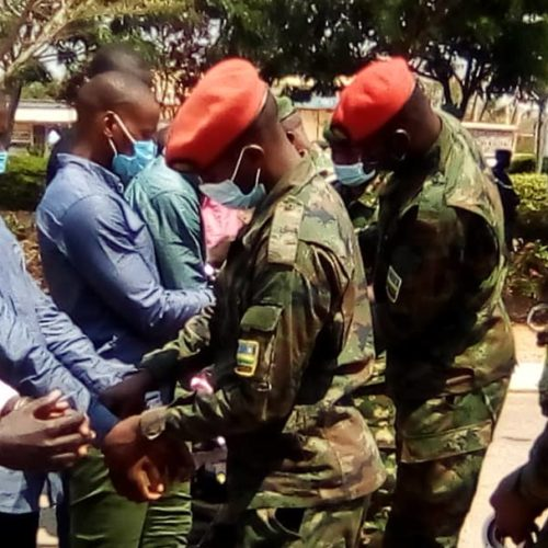 Photo de la semaine-Diplomatie : le Rwanda a remis 19 anciens rebelles au Burundi