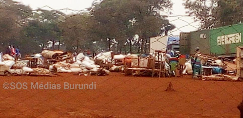 Les effets des réfugiés qui devraient être délocalisés retournés à Nduta